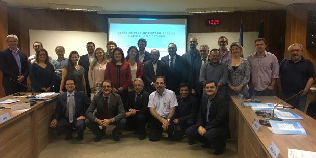 Gestores estratégicos da saúde recebem informação científica sobre o impacto da austeridade fiscal na saúde dos brasileiros e perfil da gestão do SUS