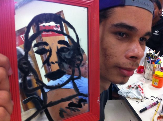 Arte na Espera: tecendo uma rede de acolhimento (UFMG)